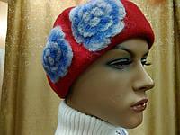 Береты TONAK  из мягкой шерсти с цветком, набивной цветок белый с голубым тоном, фото 1