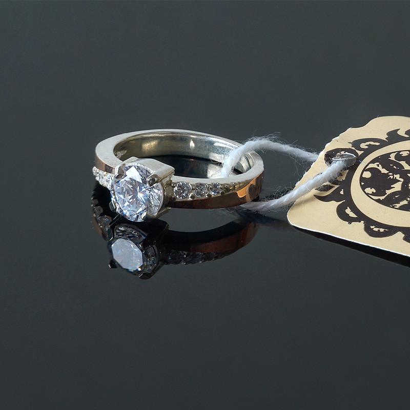 Серебряное кольцо с золотой вставкой и камушками