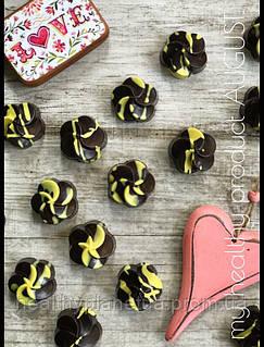Конфета из натурального шоколада «Грейпфрут-финик»