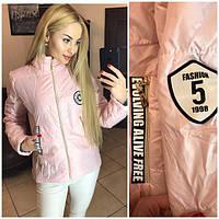 Женская стильная куртка с нашивками