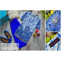 Топ удлиненный сзади, короткий рукав принт: синие цветы