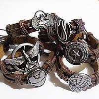 Кожаные браслеты фенечки с символами из популярных комиксов, фильмов.