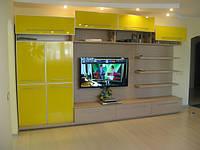 Шкаф-купе со стенкой желтый
