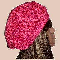 Вязаная женская шапка с цветком розового цвета