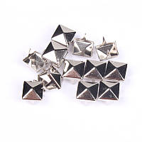 Клепка пирамида 7*7 мм, 15*15 мм. пакет (10 шт.)