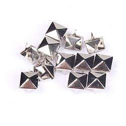 Клепка піраміда 7*7 мм, 15*15 мм пакет (10 шт.)