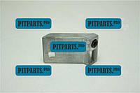Планка багажника 1103 с пластмассовой втулкой (фиксатор замка) ЗАЗ-1102 (Таврия Нова) (1103-6305120)