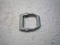 Рычаг прижимной суппорта переднего тормоза ВАЗ 2121 (пр-во АвтоВАЗ)
