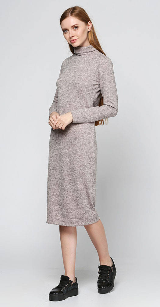 Платье под горло цвета пудры