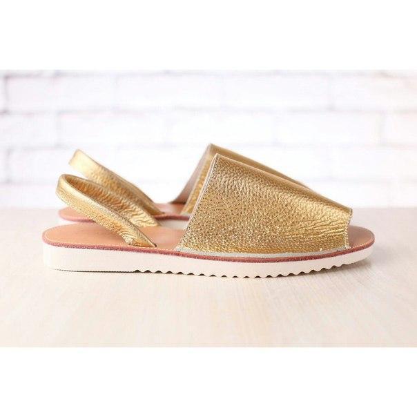 a82149ee25f8 Женские босоножки, на низком ходу, кожаные, золотые - Интернет-магазин  обуви Vzuto