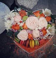 Коробка-сердце с цветами-микс.