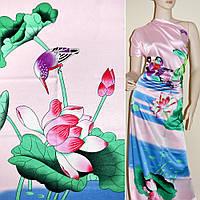 Атласная ткань стрейч розовая с зеленым рисунок птицы рапорт атлас