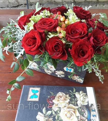 Композиция цветочная в декоративной коробке