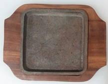 Сковорода чугун на деревянной подставке 150*100 мм