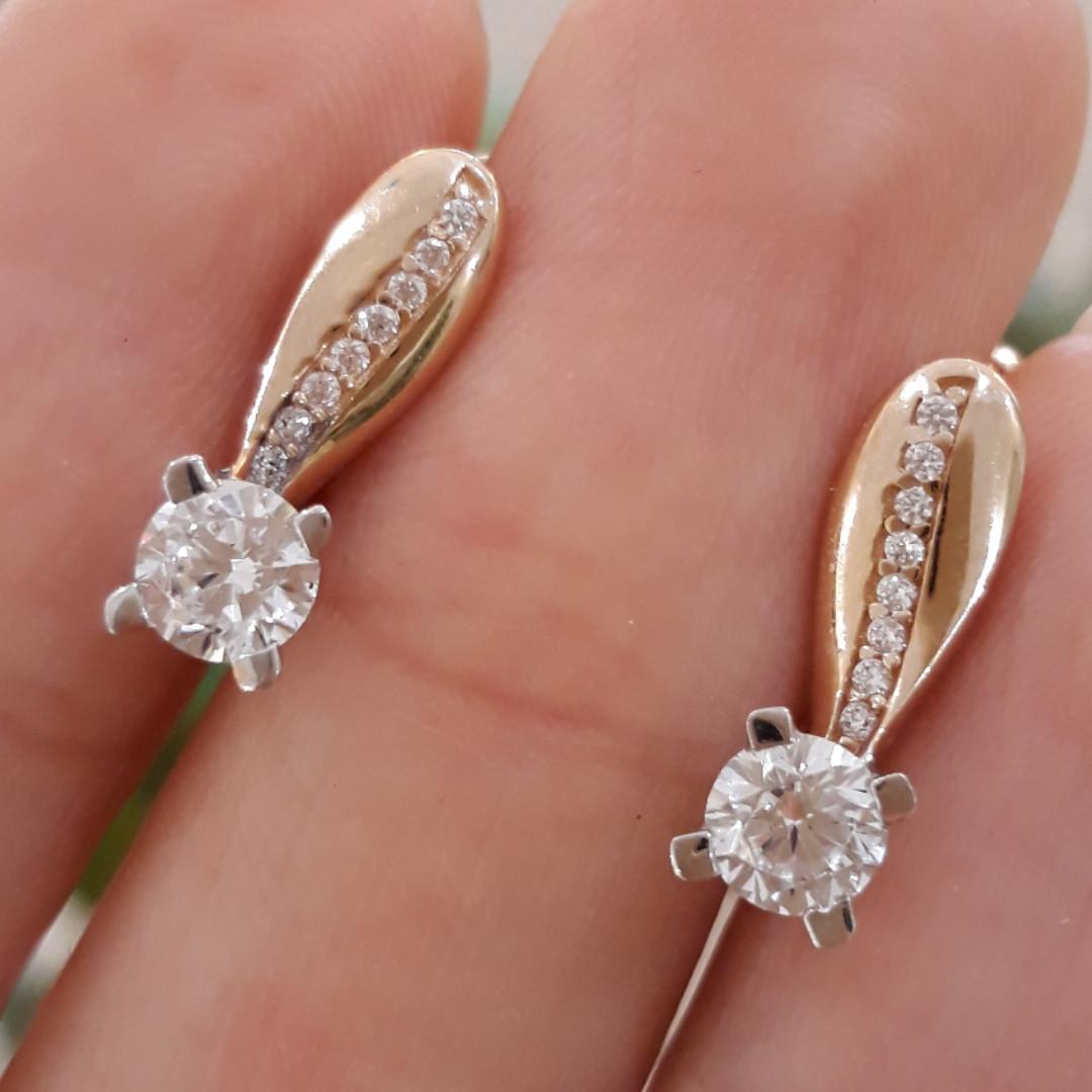 Нарядные золотые серьги с камнем - Классические серьги с цирконием