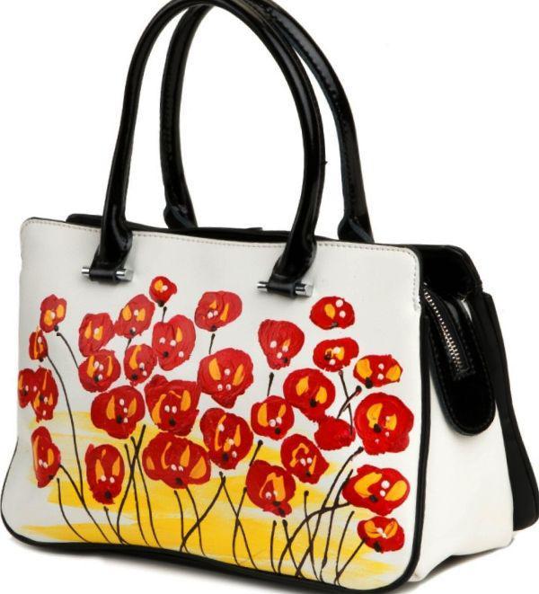 ec36367529c8 Женская сумка из натуральной кожи белого цвета с рисунком цветов