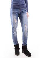 Женские джинсы с декоративными дырками