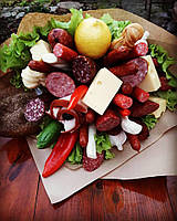 Гастрономический букет с колбаской, сыром, овощами