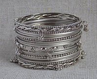 Комплект индийских браслетов под серебро(17 шт) с подвесками