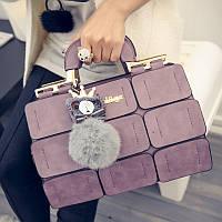 Сиреневая женская сумка с меховым помпоном  среднего размера