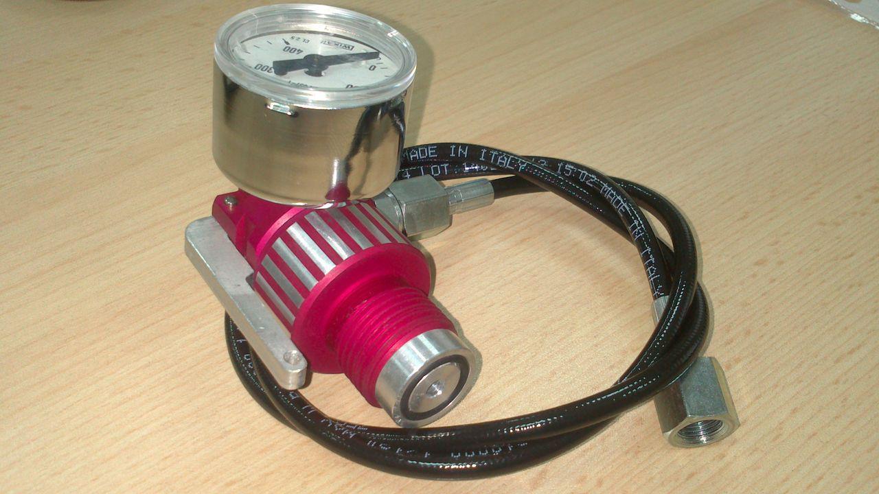 Заправочная станция для PCP с манометром, поворотной резьбовой частью и кнопкой мгновенного сброса