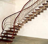 Лестница винтовая металлическая с деревянными ступенями