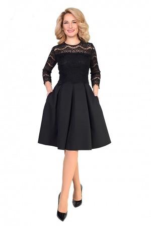 Красивое женское платье с гипюром полубатал