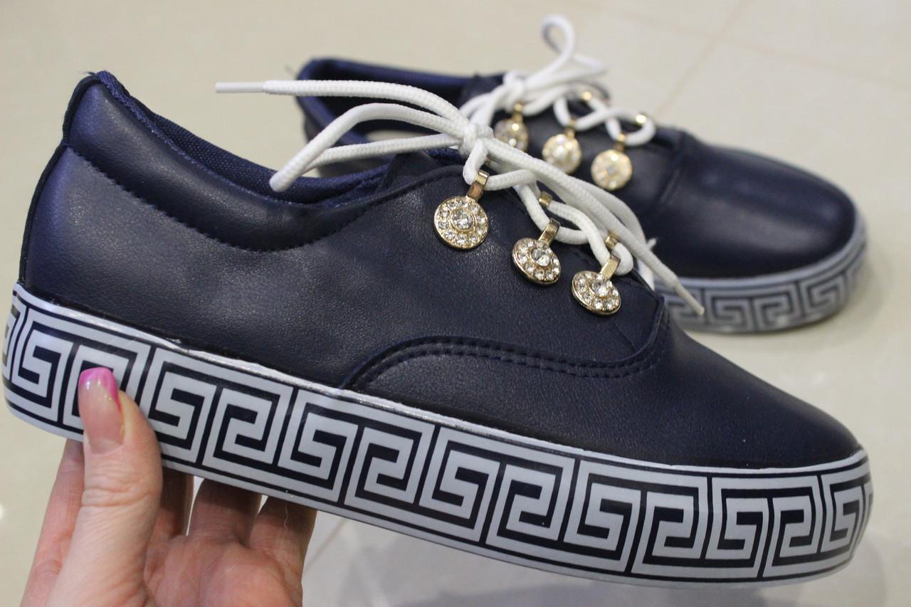 Женские слипоны на шнурках