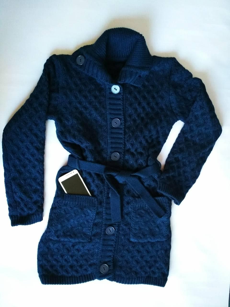 теплая вязаная кофта на пуговицах с поясом темно синего цвета за 370