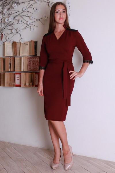 Стильное офисное облегающее платье с поясом