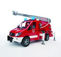 Игрушка - пожарный МВ Sprinter с лестницей ( + водяная помпа + свет и звук), М1:16