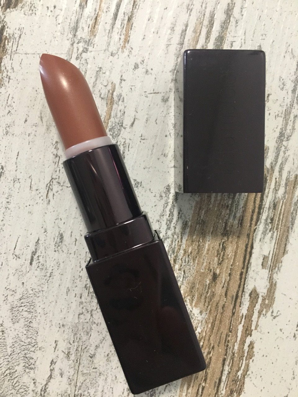 Увлажняющая и стойкая помада LAURA MERCIER Creme Smooth Lip Colour