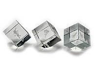 Куб хрустальный с голограммой (4х4х4см)