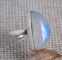 Серебряное кольцо с лунным камнем 18,5 размер. Серебряные кольца