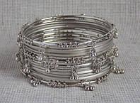 Комплект индийских браслетов под серебро с подвесками