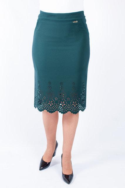 Стильная юбка с перфорацией зеленого цвета
