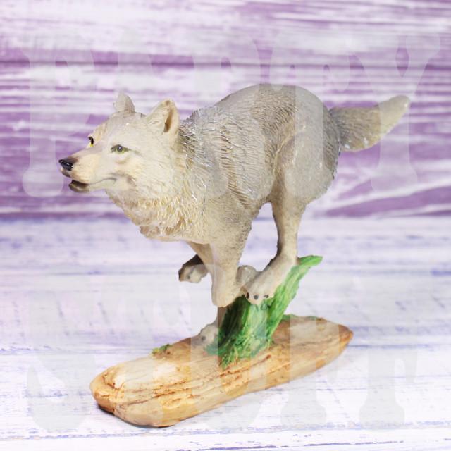 статуэтка бегущий волк