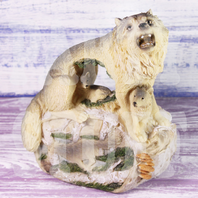 статуэтка волчица с волчатами