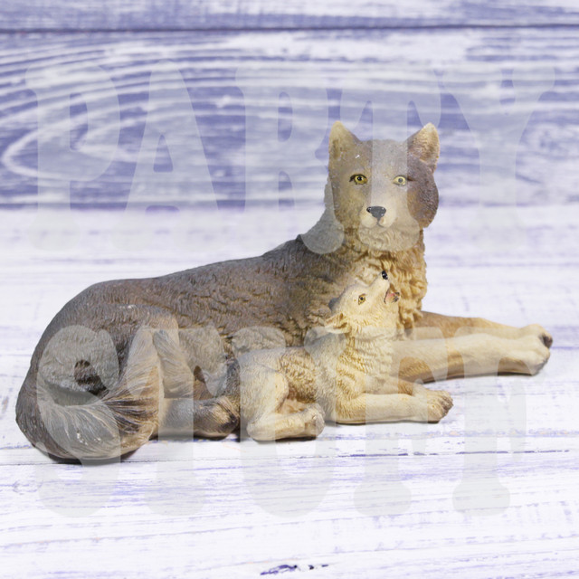 статуэтка волчица с волчонком