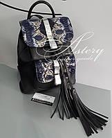 Женский черный кожаный рюкзак с синим питоном
