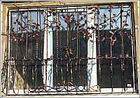 Решетка на окно с ковкой ( под заказ)