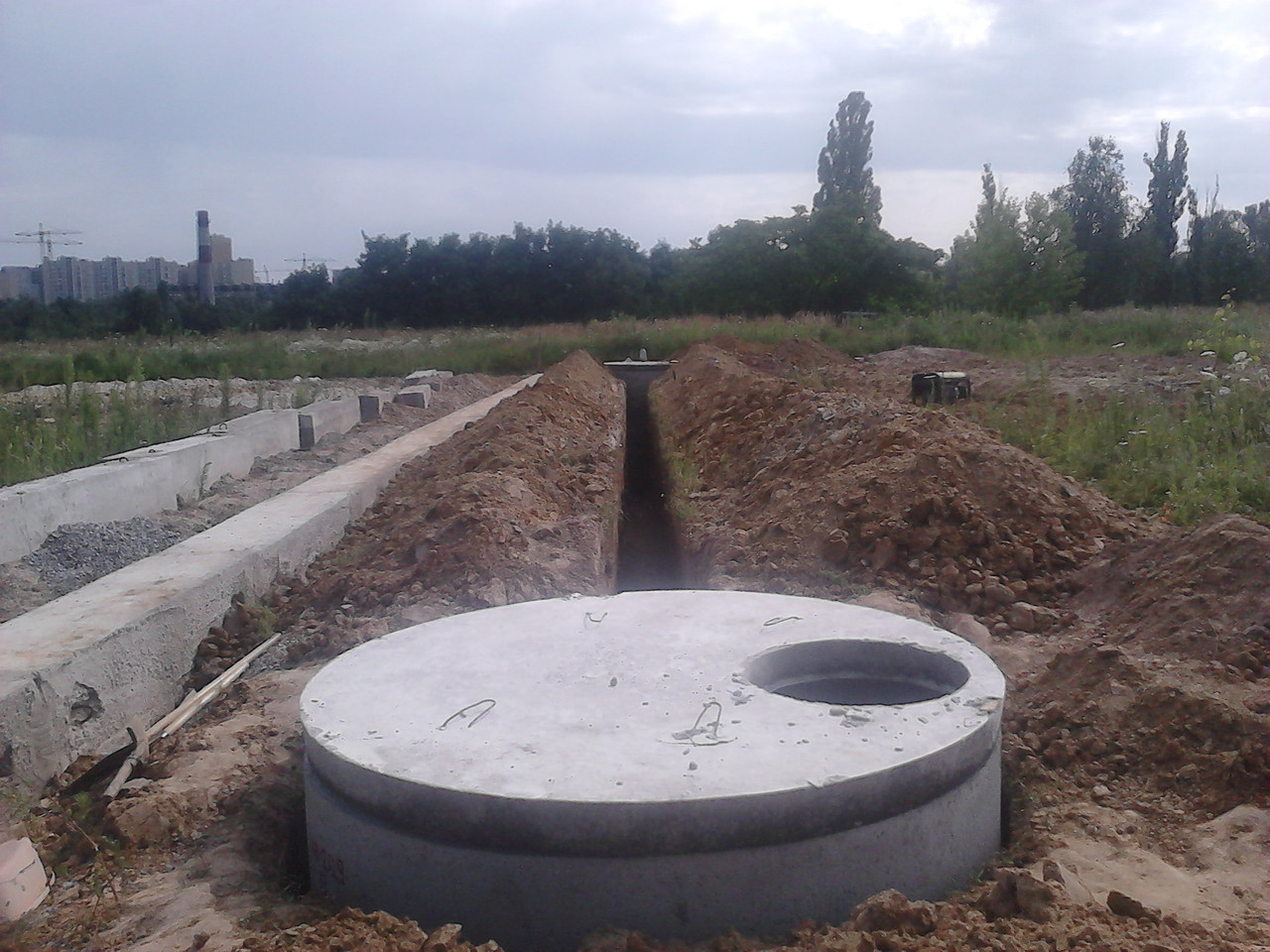 Выкопать выгребную яму с бетонных колец КС 20.9