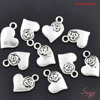 Металлическая подвеска сердце с цветком 15х11мм серебро для бижутерии