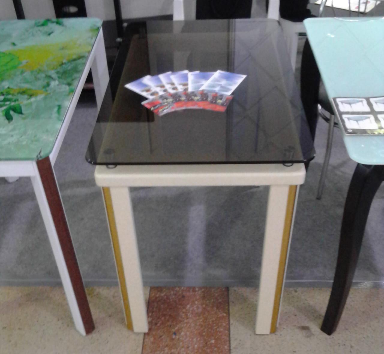 Стеклянный стол на кухню на деревянных ножках Гелиос Антоник, цвет на выбор