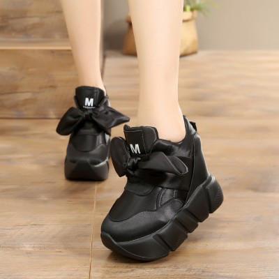 Кроссовки на высокой подошве с бантом