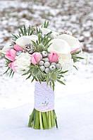 Букет невесты из калл, тюльпанов и гвоздики