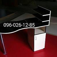 """Маникюрный стол """"Эконом +"""" с полками для лаков и дерцей белый с черным"""