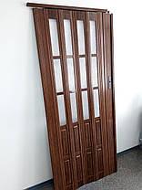 Межкомнатная дверь гармошка 860х2030х12мм полу остекленные  дуб темный 7036, фото 2