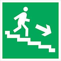 """Наклейка """"Направление к эвакуационному выходу по лестнице"""""""