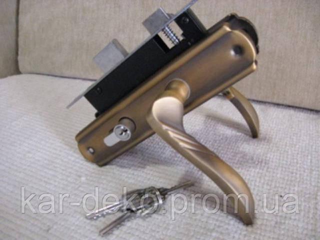 фото межкомнатной дверной защелки kar-deko.com